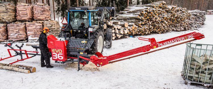 Processeur à bois de chauffage Pilkemaster EVO remplissant un big-bag